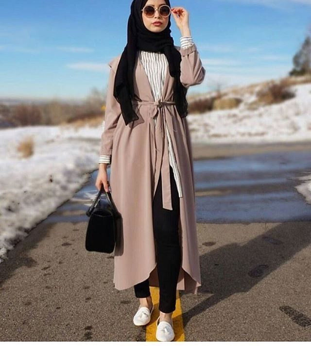 les 25 meilleures id es de la cat gorie tenues avec hijab sur pinterest mode hijab hijab mode. Black Bedroom Furniture Sets. Home Design Ideas