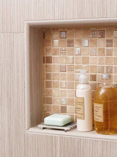 banheiro com nicho interno - aproveita a parede para armazenamento, sem comprometer o espaço do box