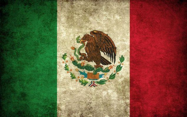 O verde da bandeira do México representa a unidade; o branco, a esperança e o vermelho o sangue dos heróis nacionais. A águia no meio representa a fundação de Tenochtitlán: o povo (que era nômade) deveria se estabelecer quando encontrasse uma águia apoiada numa folha de cactus encrustrada numa rocha em um lago, e segurando uma serpente em seu bico.