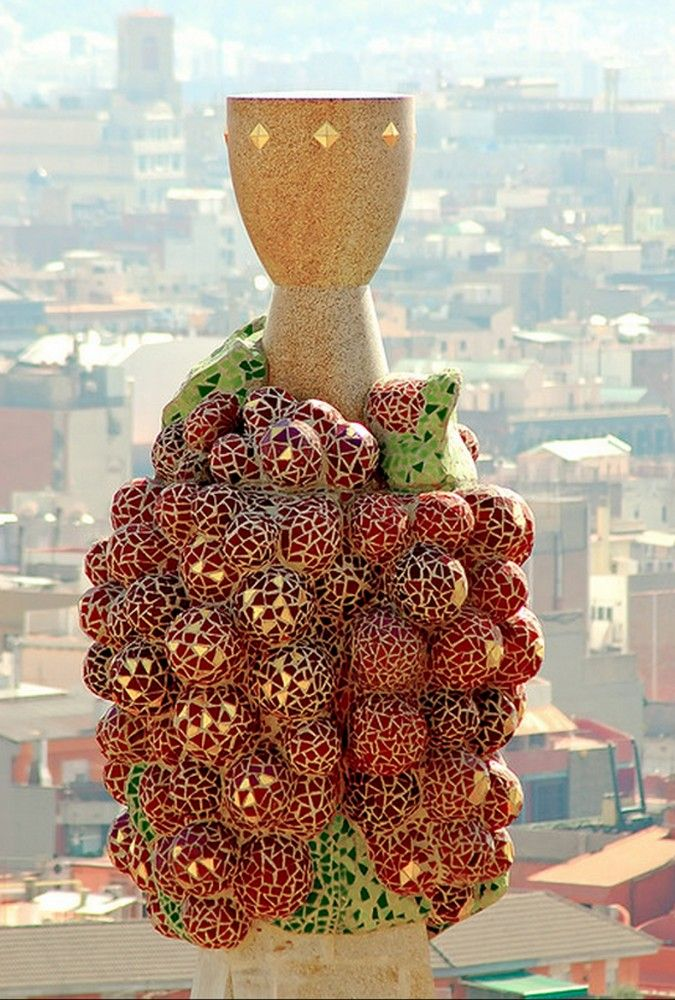 Spire detail. La Sagrada Familia. Antoni Gaudi. Barcelona, Spain. Gaudi started work on the project in 1883. Building still under construction. Estimated completion 2026.