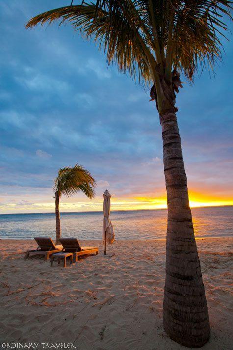 Plage de sable fin, palmiers et coucher de soleil, on attend plus que vous ! Pour un Noël original et inoubliable, faites confiance à la magie de l'Île Maurice. #mauritius #monilemaurice #mymauritius #seemauritius #ilemaurice  Photo by Ordinary Traveler