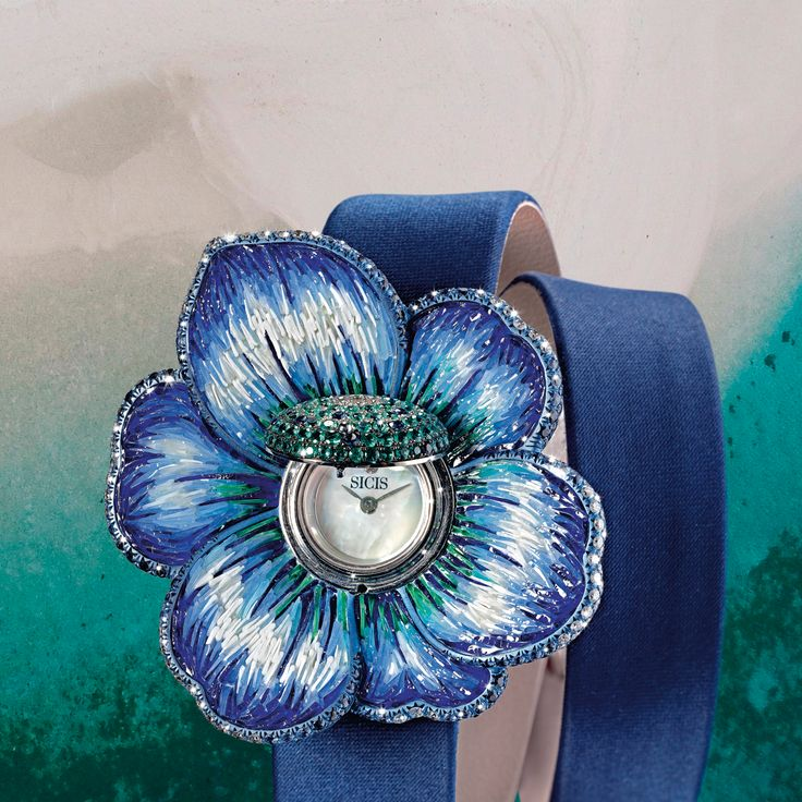 MIcromosaic petals for unique colors, diamonds to add extra preciousness... have a closer look to our Gardenia Ocean watch. #sicis #fashion #jewelry #ootd