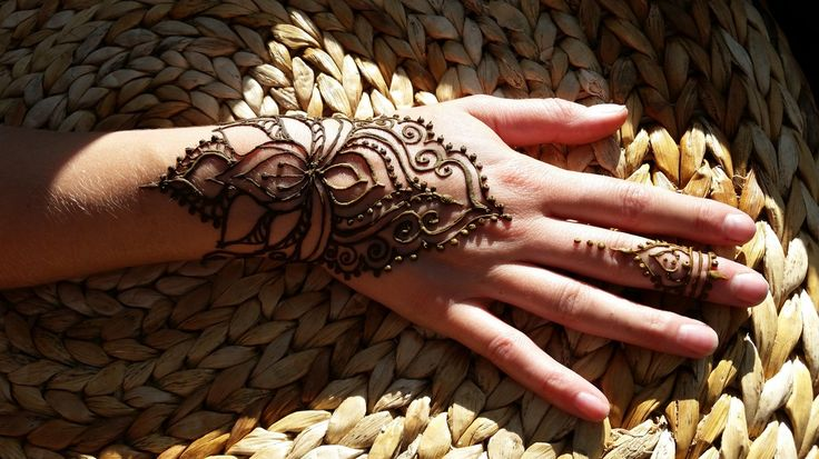 Winnipeg Henna Artist - Lady Lorelie Productions