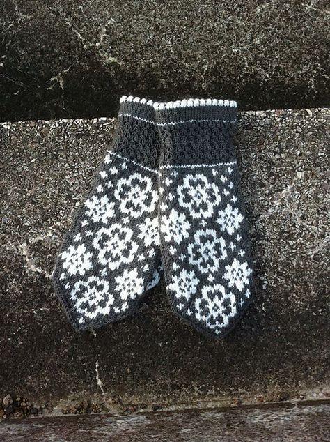 Ravelry: Fina Evelina pattern by JennyPenny