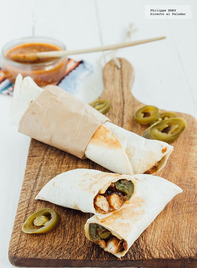 Burritos de pollo con queso. Receta mexicana fácil