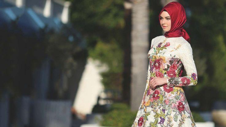 2016 İlkbahar Yaz Tesettür Giyim Modası  Tesettür Giyim modası da diğer kıyafet modaları gibi her sene değişiklik göstermektedir. Eski zamanlarda tesettürlü bayanların