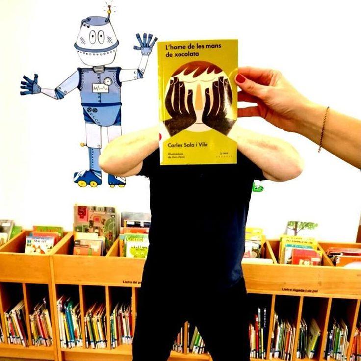 """103 Me gusta, 3 comentarios - PetitsLlibres (@petitsllibres) en Instagram: """"Dos amics. Un d'ells ha dedicat la seva vida a fer xocolata a l'obrador. Un llibre exquisit en…"""""""
