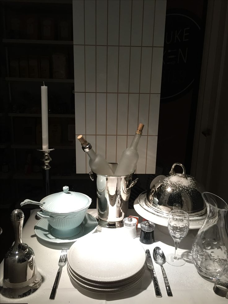 Winter Window Display for De Leuke Keuken Edam the Netherlands by Man-Made Design Amsterdam.