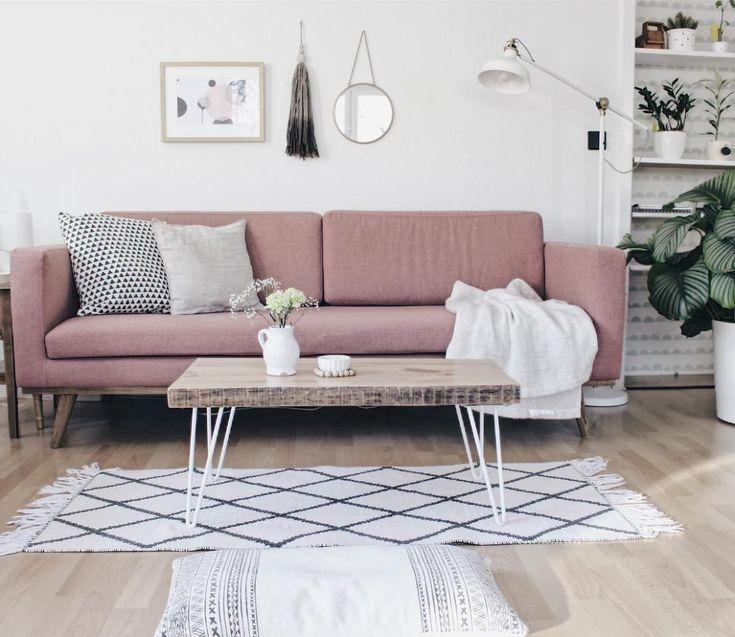 Johan von seiner femininen Seite bei @bohandnordic  #sofacompany #sofacompany_de #danishdesign #furniture #scandinaviandesign #interiordesign #furnituredesign #nordicinspiration #retrostyle #rosa