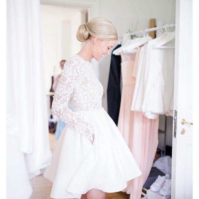 Les 89 meilleures images propos de tenue mariage civil for Robes blanches simples pour le mariage de palais de justice