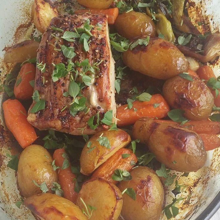 Uuniruokaa. Possua ja vihanneksia. #possu #itsetehty #ruokablogi #ruoka#kotiruoka #herkkusuu #lautasella #Herkkusuunlautasella#ruokasuomi