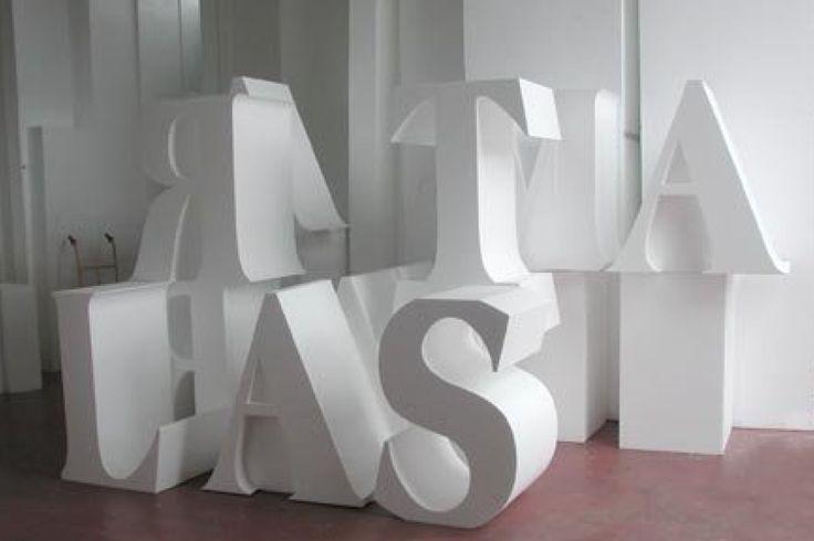 Graphica. – Lettere in polistirolo intagliate spessore 40 cm