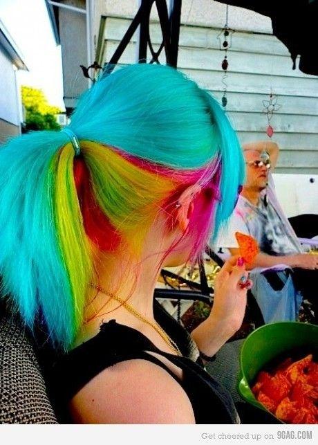 cheveux avec degradee de couleurs vive | Coiffure naturelle dégradée aux cheveux roux, longs, ondulés ...