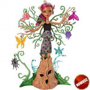 Monster High Treesa Leśna Nimfa Lalka ma aż 36 cm, co sprawia, że trudno jej nie zauważyć – ta drzewna nimfa przeistacza się w zestaw do zabawy dla innych upiorków! Stwórz magiczny ogród pełny zabawy – to proste! Kora drzewa, która zakrywa nogi lalki, otwiera się, ukazując jeszcze więcej przestrzeni do zabawy.