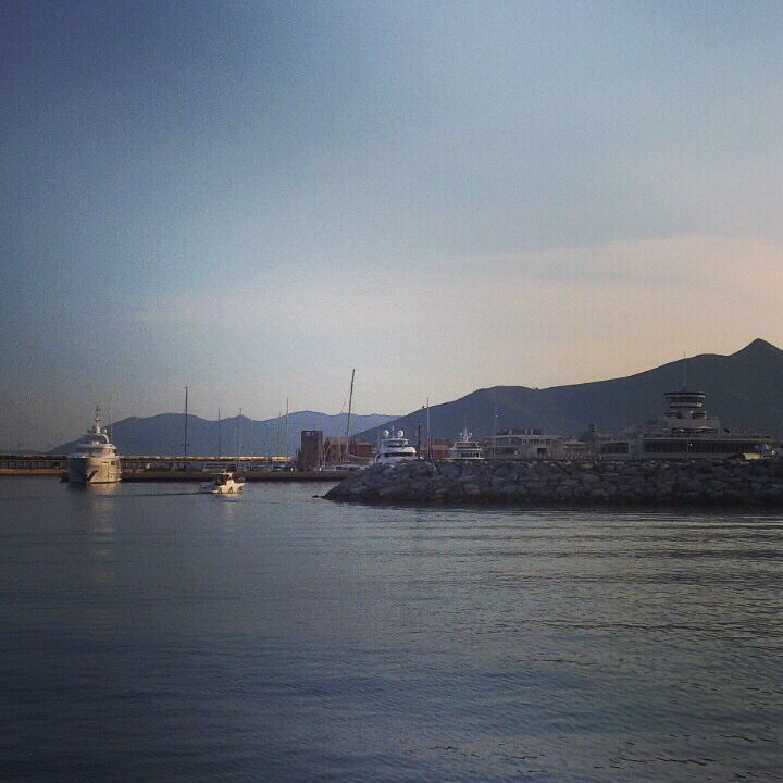 Вход в марину де Луано. Яхтинг , море , красота.