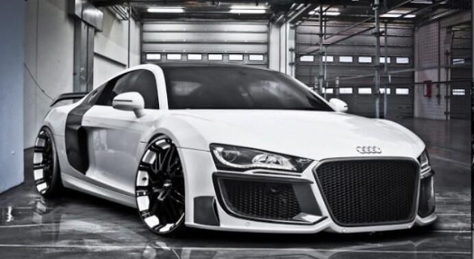 Oh, the perks of being rich! - Audi R8 #futuristic