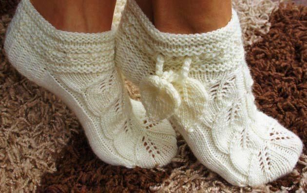 Вязание спицами. Ажурный носочки листочками. Описание