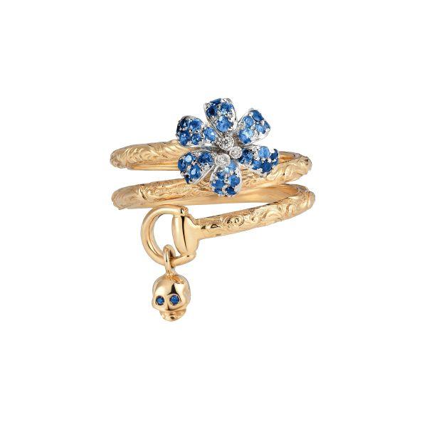 Anello Gucci collezione Flora con teschio in oro rosa, zaffiro blu e diamanti. Acquistalo subito su ScintilleShop.com!  #anello #gucci #teschio #zaffiro #halloween