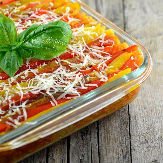 """Teglia di #riso con #peperoni. Un primo #piatto #vegetariano, nutriente e #genuino, dal blog """"La via delle spezie"""". Scopri la ricetta passo per passo cliccando sul link qui di seguito. http://bit.ly/Zw18iq  #Melarossa"""