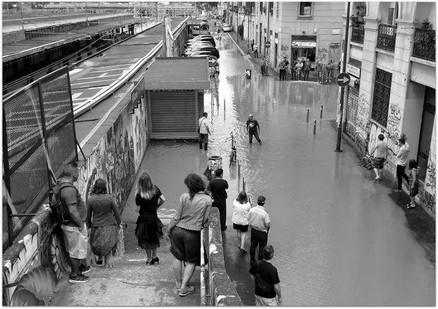 Milano Isola - Via Guglielmo Pepe, 8 luglio 2014. In attesa del traghetto