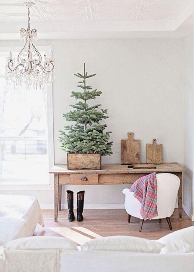 Un petit sapin de Noël installé dans une cagette, christmas decoration, noel, christmas