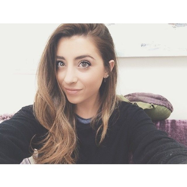 Hi im Lauren Elizabeth! im 17 and i make yotube videos i also like to paint and play football,volleyball and go to the beach! introduce?