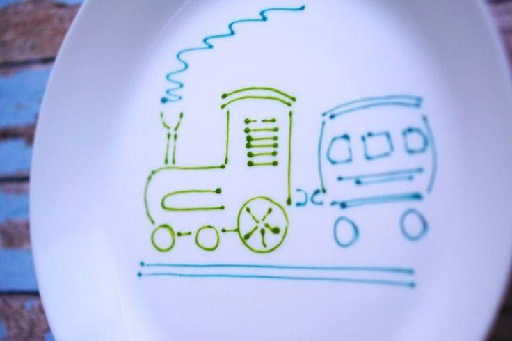 trenuletul cu un vagon de zambete si povesti. povestipefarfurie povesti pe farfurie handmade farfurie pictata de mana pentru copii cu spirit de aventura de Anaisme