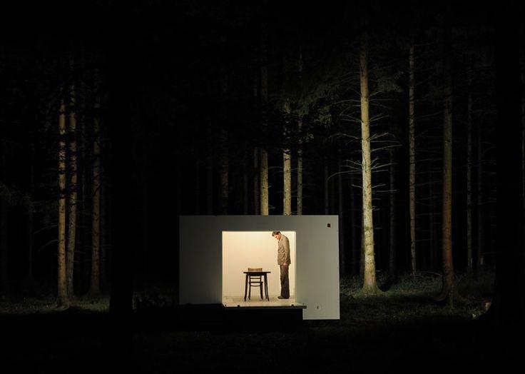 The New Forest – The House | In een reizend huis, ontworpen door de architecten van bureau ZUS, nodigen Lizzy Timmers en Marleen Scholten verschillende muzikanten, performers en beeldend kunstenaars uit om dit tijdelijk te bevolken. De uitkomst is een extreem eclectische muziekperformance met een verslag van deze reis op film.  Een roadmovie met live popmuziek http://thenewforest.nl/show/the-house/