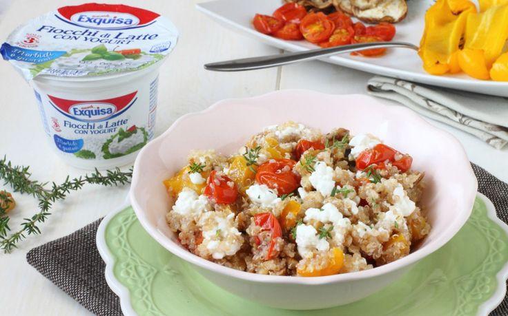 Insalata di quinoa con verdure, noci e fiocchi di formaggio