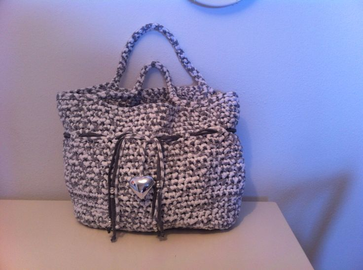 Borsa bianco e grigia con ciondolo #bag #borsa #summer #fettuccia
