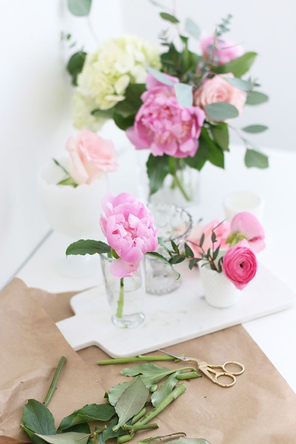 4 easy ways to decorate your home with spring flowers | theglitterguide.com