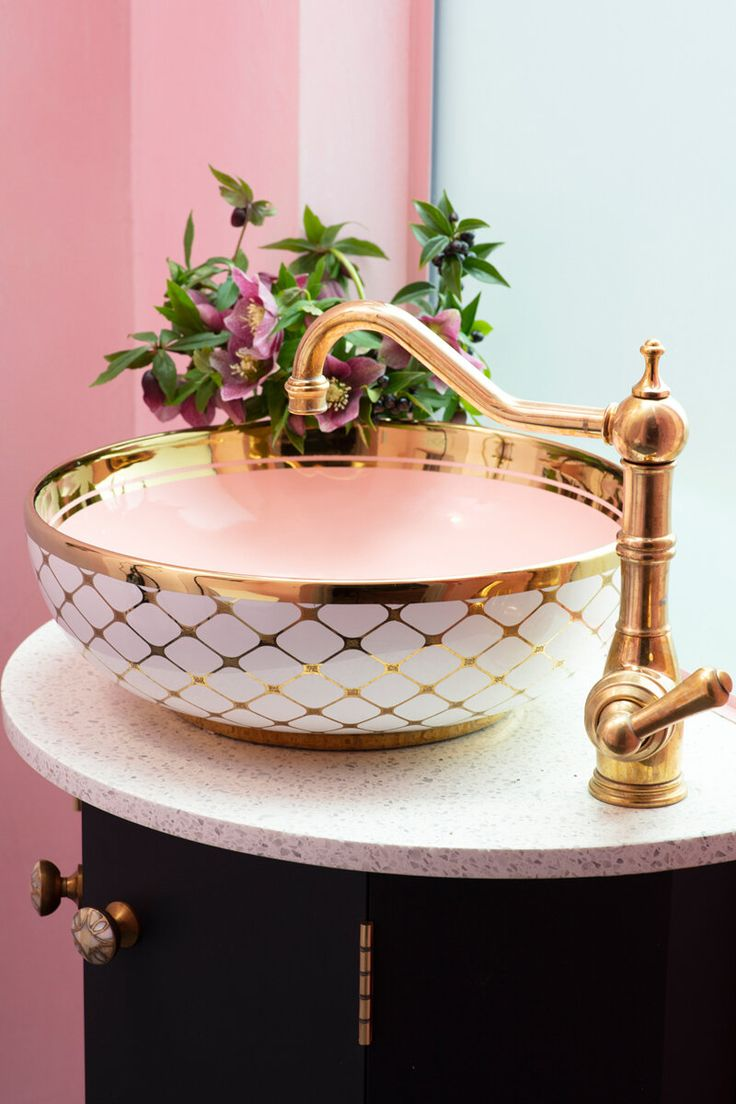 The Agnes sink from London Basin Company, plus brass mixer tap from Perrin & Rowe