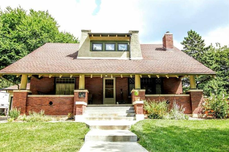 Beautiful historic 4 bedroom home just down the street from Woods Park…