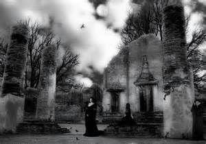 Una noche en el panteon. - Parecía una noche normal de halloween ...
