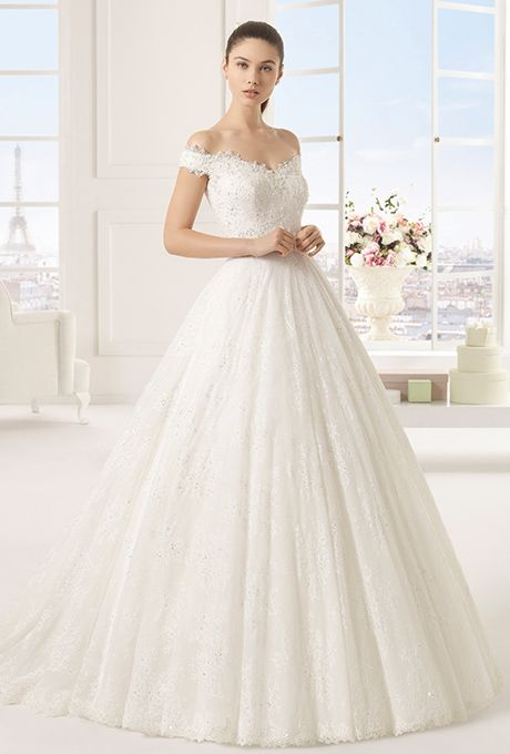 Brides: Rosa Clará Two. Off-the-shoulder beaded lace ball gown.