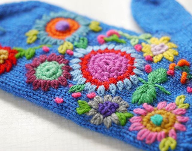 Flower embroidered mittens