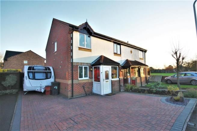 2 bedroom town house for sale - Whetstone Drive, Coalville Full description           ***WELL PRESENTED MODERN END TOWN HOUSE, TWO BEDROOMS, RE-FITTED KITCHEN, LIVING ROOM & CONSERVATORY*** Newton Fallowell has pleasure in bringing to market this modern end town house having block paved driveway, enclosed rear garden with shed, garden room/bar. The... #coalville #property https://coalville.mylocalproperties.co.uk/property/2-bedroom-town-house-for-sale-whetstone-drive-c