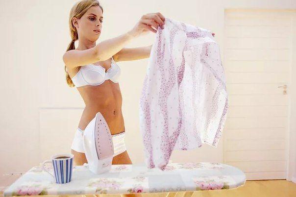 Если на одежде остаются пятна от пота, то перед стиркой намочите пятна смесью лимонного сока(уксуса) и воды, взятых в равных пропорциях. Через 15-20 минут белье можно отправлять в стирку. Пятна гарантированно исчезнут, как и неприятный запах.