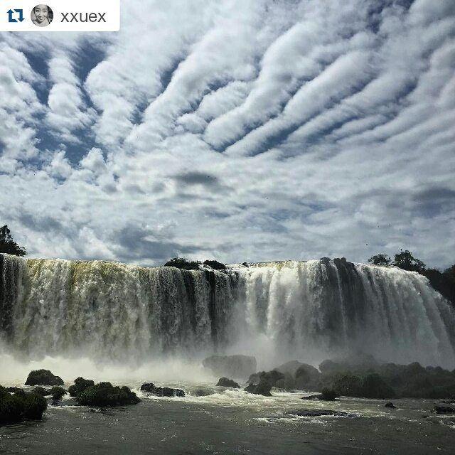 Excelente toma por:  @xxuex 到了巴西,什么都便宜些了...#iguazu #brasil #brazil #wanderlust #worlderlust #worldtravel #worldtravelbook #natgeo #natgeotravel #beautifuldestinations #airhead #globaldaily #natrue #nationalpark #waterfall #cataratasarg