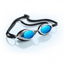 Sable Water Optics RS101 Okulary pływackie z korekcją Sable Water Optics przeznaczone są do profesjonalnych zawodów w sportach wodnych. Dla szerszego kąta widzenia zastosowano odpowiednie ramy oraz obniżono profil soczewek. Okulary Sabel Water Optics wykonane zostały w technologii asferycznych, płaskich soczewek, która eliminuje zakłócenia widzenia typowe dla innych okularów pływackich.