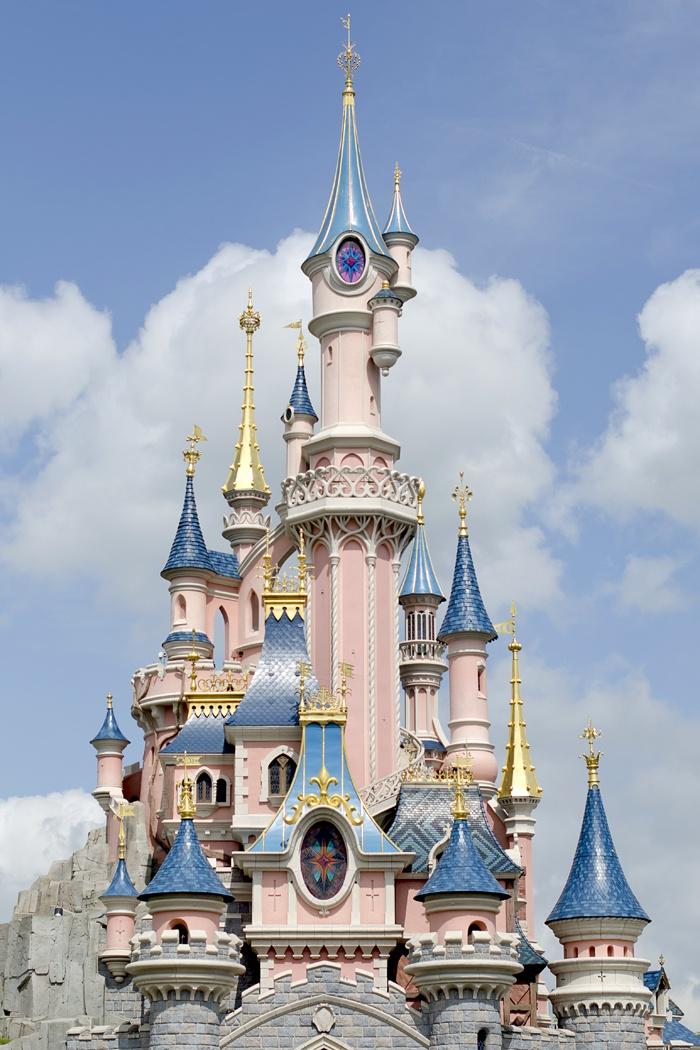 Disneyland Paris, 20 Anniversary. More on www.pursesandi.net #disney #disneyland #disneylandparis #fantasy #happy #pursesandi #castle #paris #parigi #love
