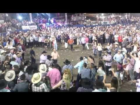 Se armó pelea campal en baile de la Banda Jerez - YouTube