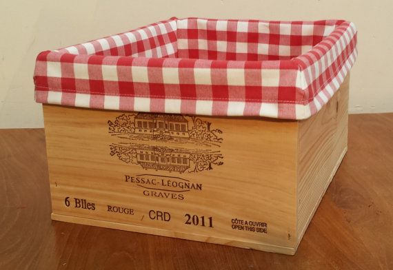 Wooden wine crate / storage box with a vichy / by DecoRustique