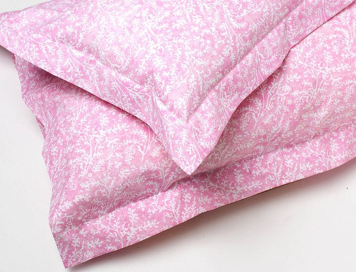 £25 Cotton Lavender Bed Linen: Fitted Sheet 100% Cotton Percale Fitted Sheets In A Pretty Sprig Design In Blue, Stone & Pink.