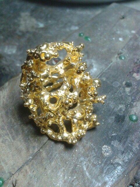 "Ring van zilver met een goud dip ""queens"" by tilltil www.sierraadsels.nl"