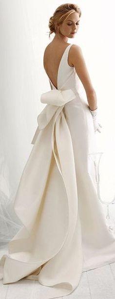 fabulous back details wedding dress / Robe de mariée dos nu et flot tombant incroyable...