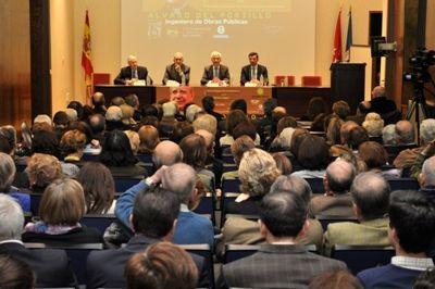 Los ingenieros civiles de Madrid homenajearon ayer a su colega Álvaro del Portillo recordando su paso por la Escuela de Obras Públicas y su legado como ingeniero, sacerdote universal, y próximo beato.