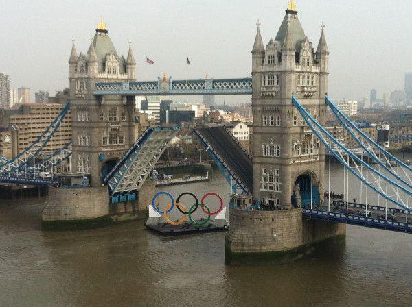 Los anillos olímpicos en el Tower Bridge #Londres2012 #London2012