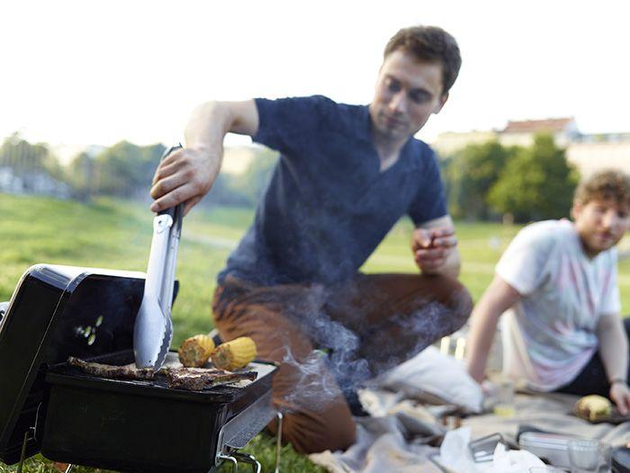 Barbecue Weber Go-Anywhere Retrouvez cette nouveauté sur Raviday-barbecue.com #barbecue #portable #portatif #raviday #charbon #bois #petit #bbq #pique-nique
