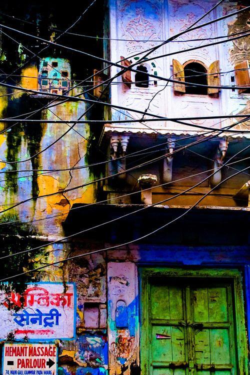 Reisfotografie straatfotografie kleurrijk huis Udaipur India. Foto door Marijke Krekels fotografie